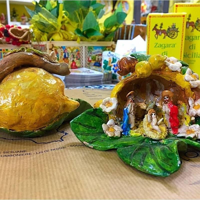 Artistico Presepe siciliano interamente realizzato e decorato a mano - Collezione Frutti: LIMONE